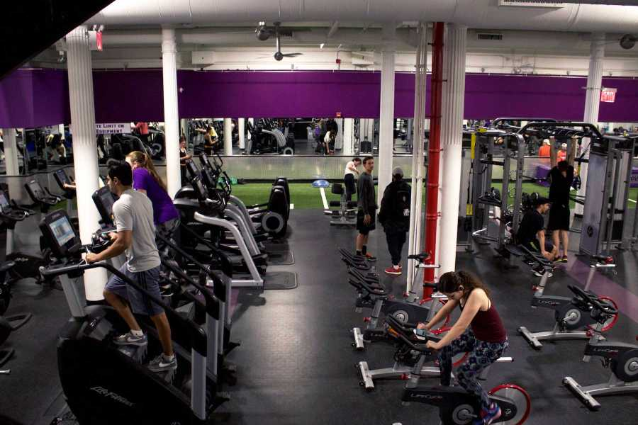 Workout area at 404 Fitness. 60% of NYU students surveyed state that they resolve to work out more often in 2018.