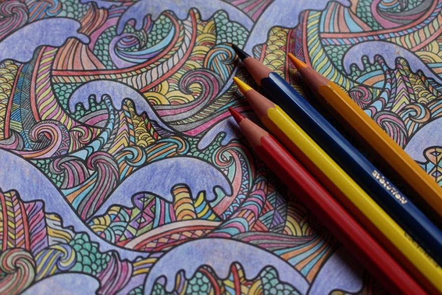 Although midterm season is stressful, it's important to keep in mind that there are way to decompress. Although there are many ways to destress, one form of relaxation is to use adult coloring books. It's the perfect way to give both your mind and your body a break.