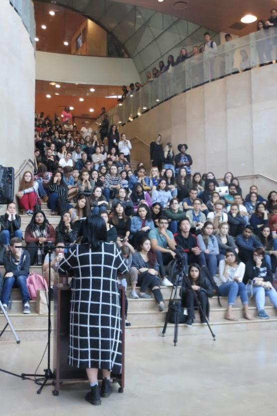 Over+a+hundred+NYU+community+members+attended+the+vigil+in+remembrance+of+the+Sunday%E2%80%99s+mass+shooting+in+Las+Vegas+on+Monday+at+5+p.m.+in+Kimmel+Center+for+University+Life.