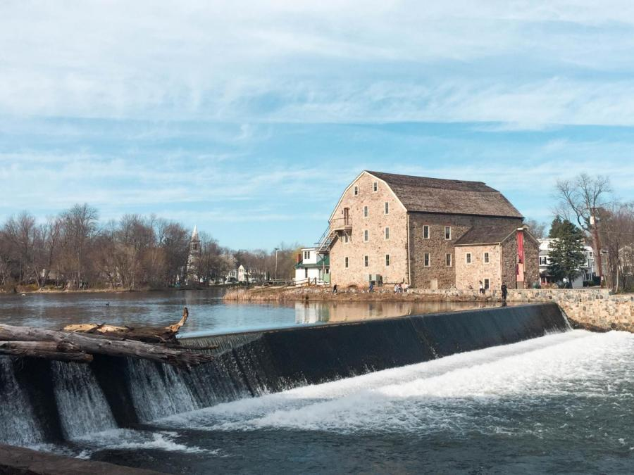 The Raritan River runs through Clinton, providing a picturesque setting for the town. Children are often seen feeding ducks, and you can eat at a cafe right by the water as well.