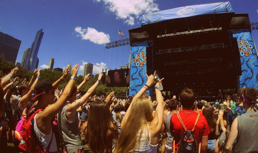 The+crowd+at+Lollapalooza+in+Grant+Park%2C+Chicago.