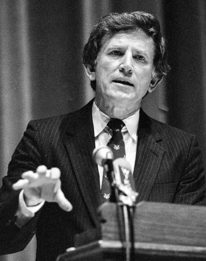 Gary+Hart+during+his+1987+presidential+campaign.+%28via+commons.wikimedia.org%29