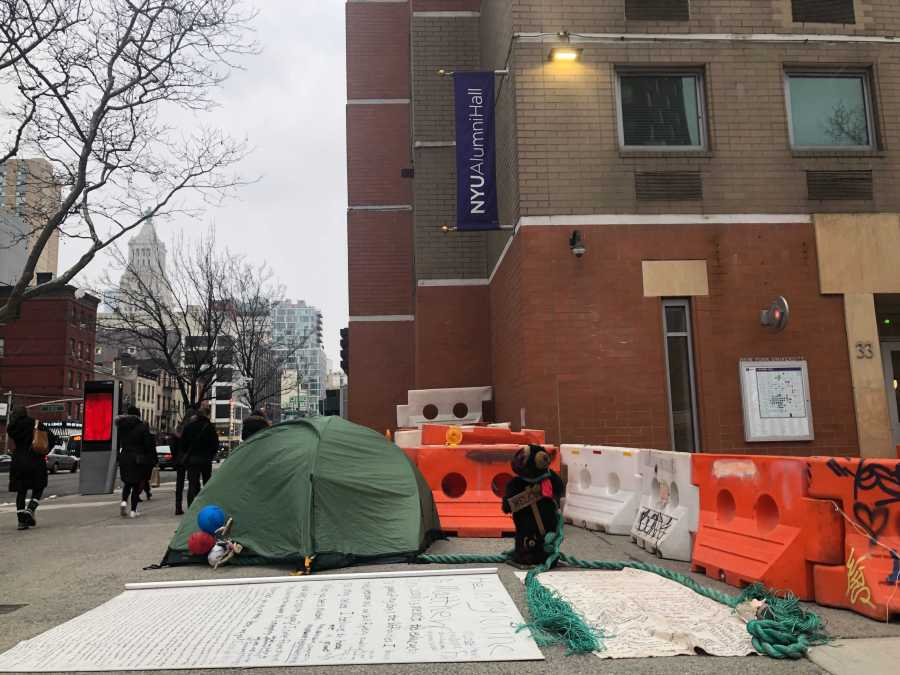 The man pitched a tent outside of Alumni Residence Hall. A giant scroll next to it detailed his experiences with homelessness. (Photo by Jared Peraglia)