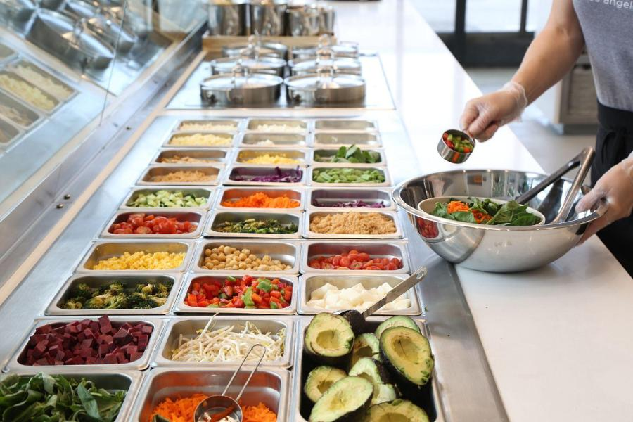 Sweetgreen is just one of the many dining options professors opt for near campus. (Via Wikimedia)