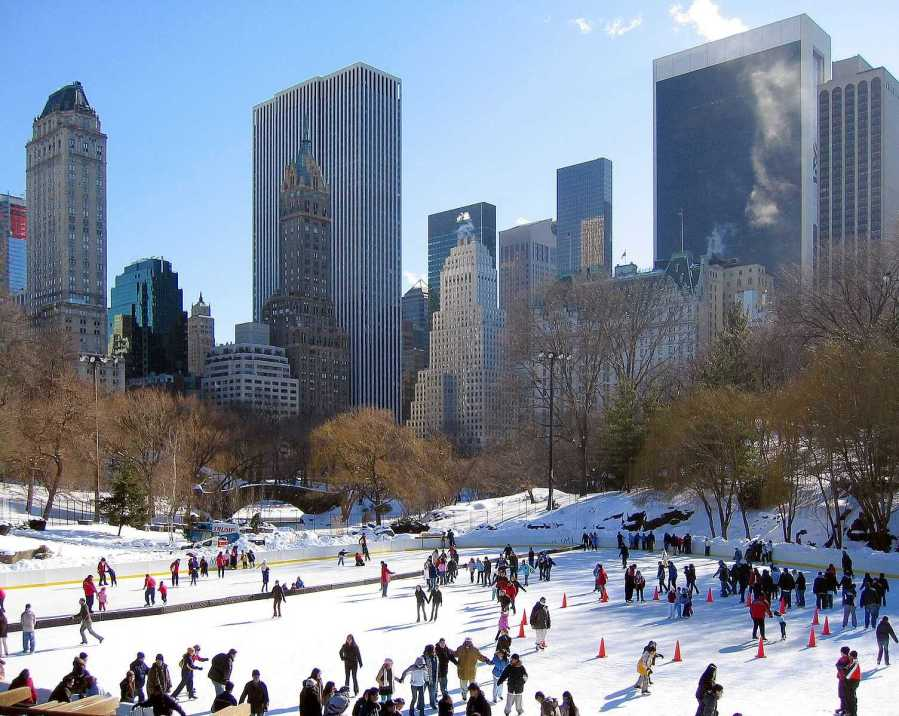 Wollman Rink in Central Park is a popular skating spot for New Yorkers. (Via Wikimedia Tomás Fano)