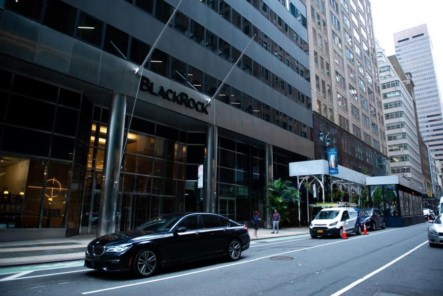 BlackRock%E2%80%99s+corporate+office+located+at+52nd+and+Madison+Ave.+NYU%E2%80%99s+goal+of+sustainability+continues+to+fall+short+due+to+its+ties+with+the+company.+%28Staff+Photo+by+Jake+Capriotti%29