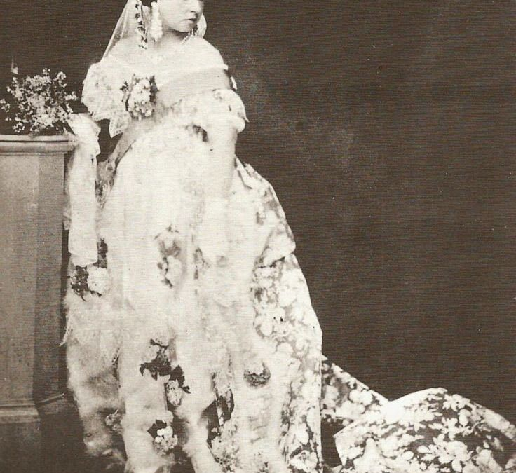 Traditions - Dress - Queen Vic