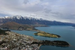The view of Queenstown, Lake Wakatipu, and the Remarkables from the viewing deck. The closer peninsula is the botanic gardens. The further slanting plateau, to the left, is Deer Park Heights.