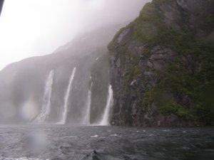 12th jan 雨の日のミルフォードサウンド 4シスターズの滝