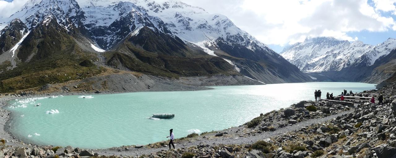 マウントクックフッカーバレートラックのフッカー氷河湖ルックアウト9月15日