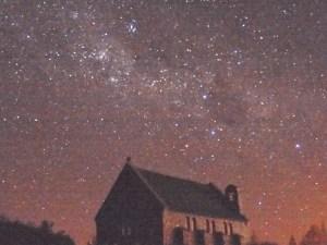 テカポ湖の夜空と良き羊飼いの教会