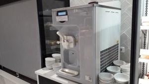 ハーミテージホテルバッフェディナーソフトクリームマシーン