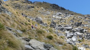 ベンロモンド山頂への急な岩場の登り道