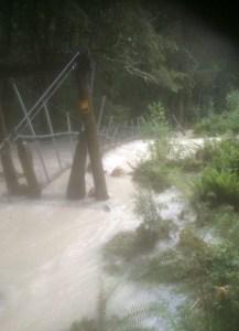 2月7日ルートバーン大洪水の時の4番目の吊り橋