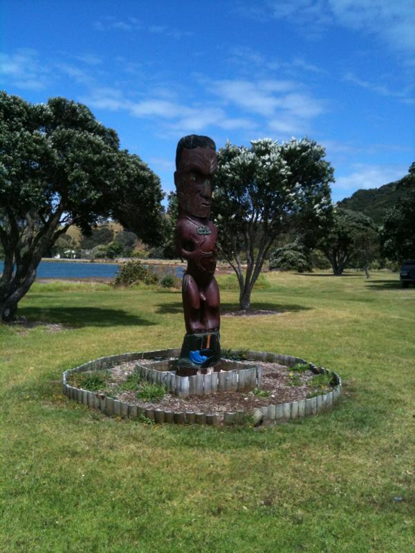 tawharanui lagoon statue