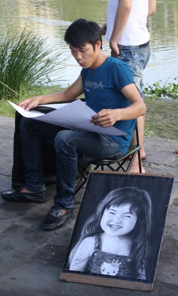 Street artist in Hoi An