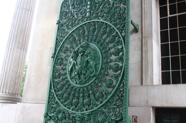 london arch door
