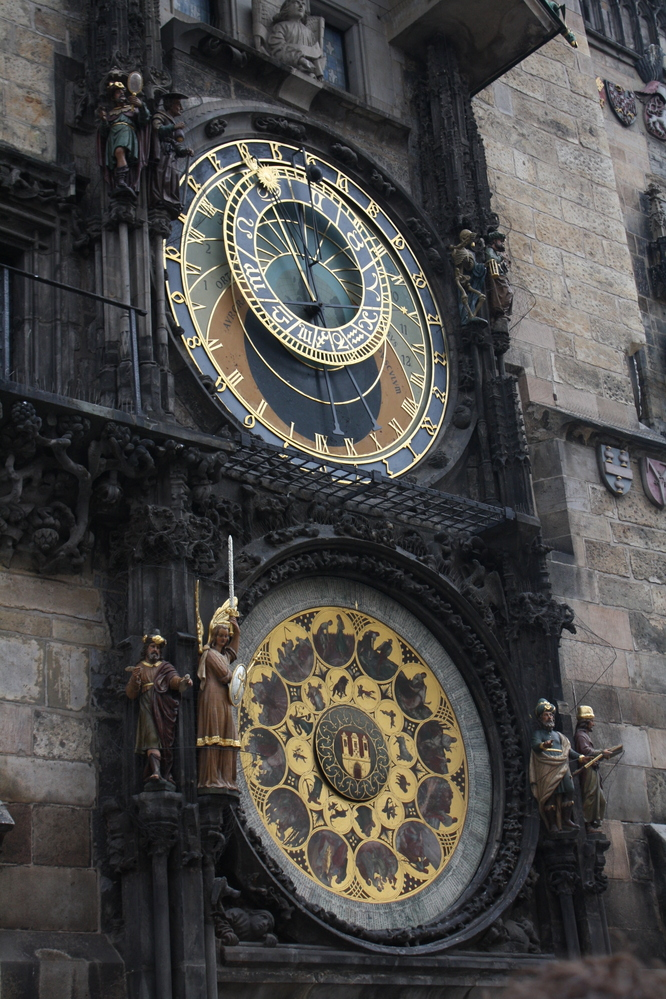 clock prague town squareq