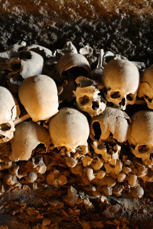 skulls via fontanelle cemetery naples