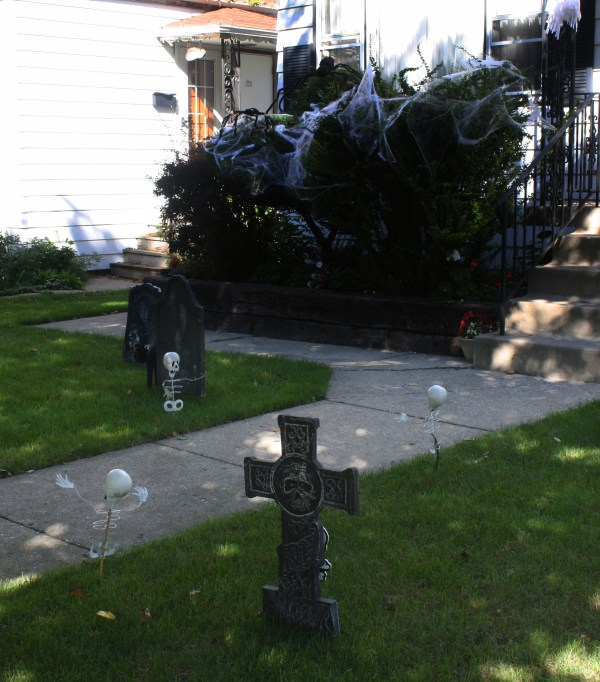 Halloween cemetery decorations Chicago front yard