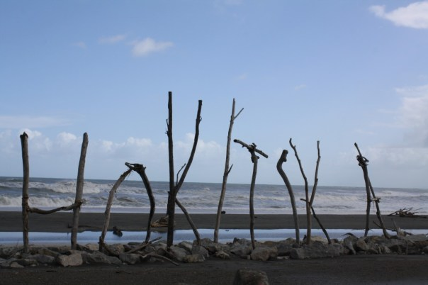 Hokitika - Driftwood sign on the beach