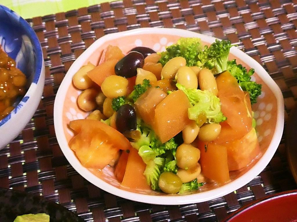 サラダ豆とブロッコリーのトマトサラダ