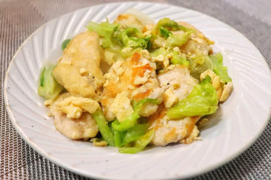 鶏胸肉とレタスの卵炒め
