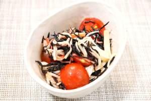 プチトマトとかにかまのひじきサラダ