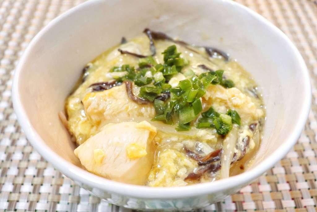 鶏むね肉ときくらげの中華風親子丼