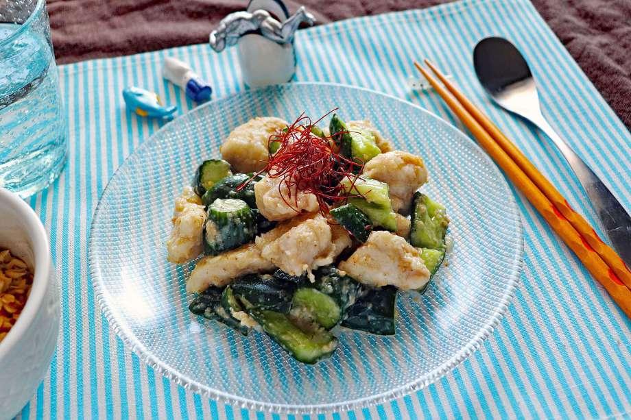 鶏胸肉とたたききゅうりのごま味噌ナムル