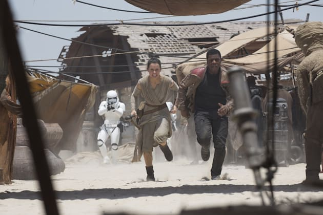 Star Wars: The Force AwakensL to R: Rey (Daisy Ridley) and Finn (John Boyega)Ph: David James©Lucasfilm 2015