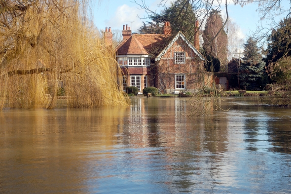 george-michael-country-house-under-threat-floods-river-thames