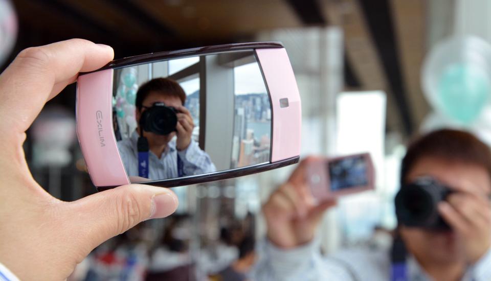 """Il Kawaii Selfie di Casio """"dalla camma dello specchio"""" è esattamente che cosa dice che è"""