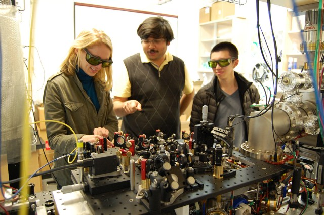 Cornell students study quantum physics in the Ultracold Lab