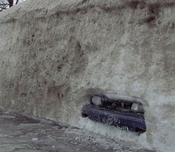 funny winter photos, funny snow photos, idiots in winter, car buried in snow