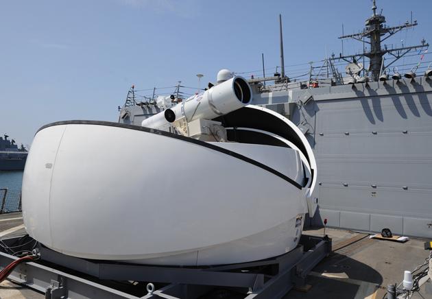 La marina statunitense mette la sua prima arma laser in servizio