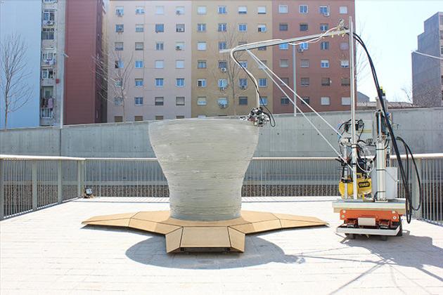 Robot builds a structure