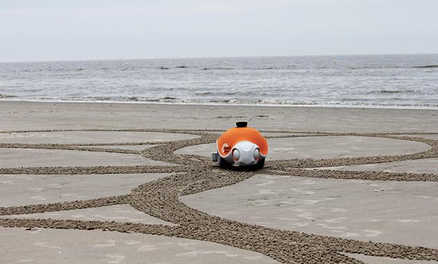 Il Beachbot di Disney è una tartaruga artistica del robot che può assorbire la sabbia