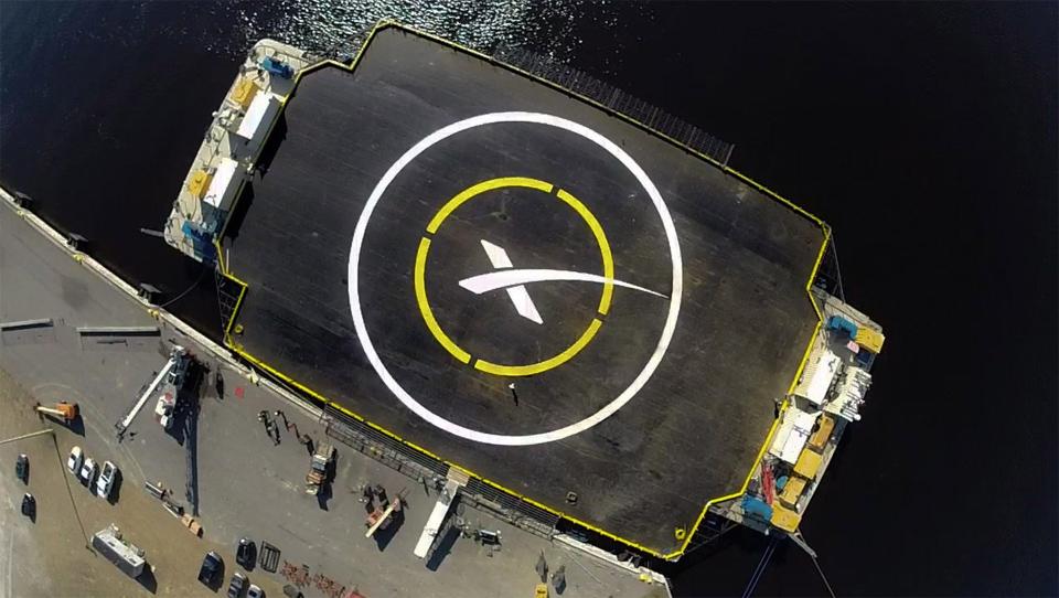 """SpaceX sta andando atterrare un razzo su una chiatta """"di spazioporto"""""""