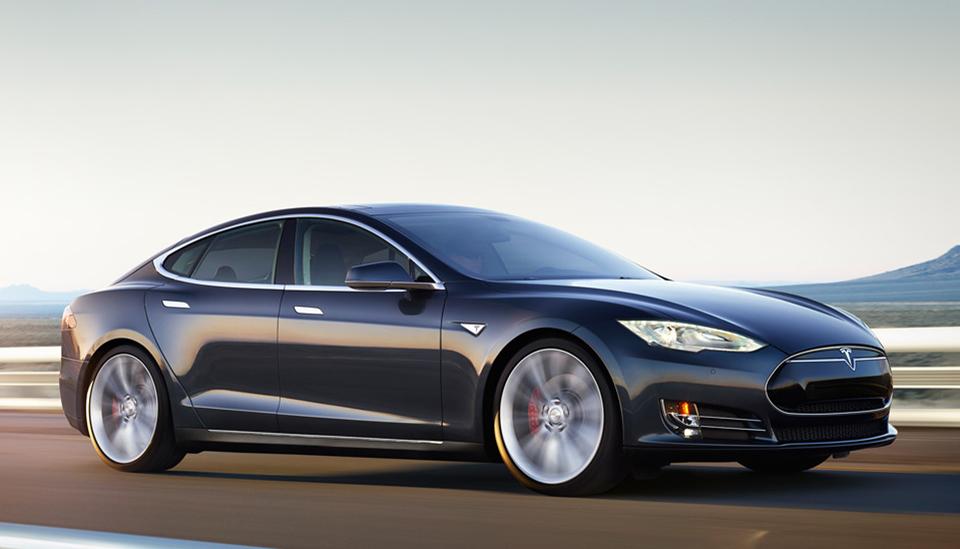 Tesla D: El Model S ahora más rápido, tracción a las cuatro ruedas y piloto automático
