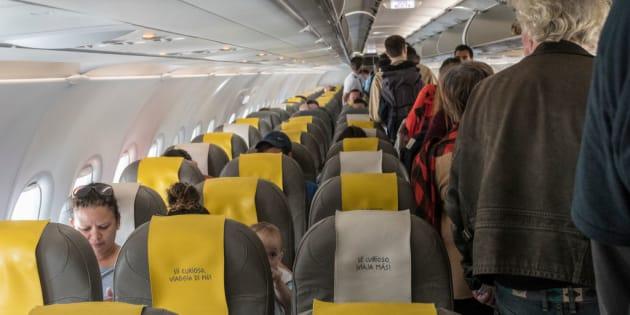 Resultado de imagen de El vuelo ha podido despegar con retraso tras impedirse el regreso a la aeronave de seis personas