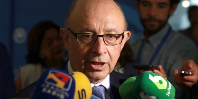 El ministro de Hacienda, Cristóbal Montoro, éste viernes en Zaragoza.