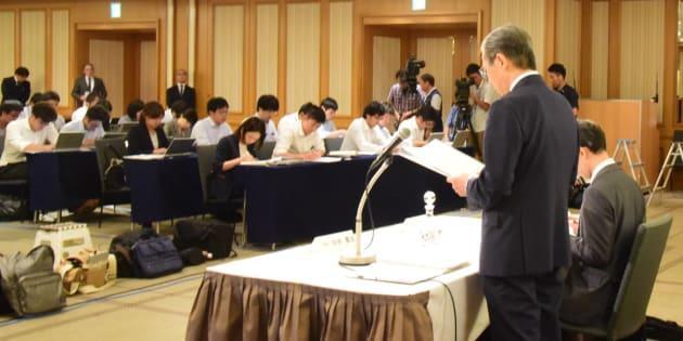 記者会見する東京医科大学の内部調査委(8月7日撮影)