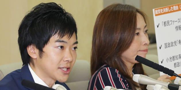 「都民ファーストの会」に離党届を提出し、記者会見する音喜多駿都議(左)と上田令子都議=5日午後、都庁 撮影日:2017年10月05日