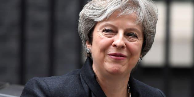 La 'premier' británica Theresa May, a su llegada al diez de Downing Street, Londres, éste lunes.