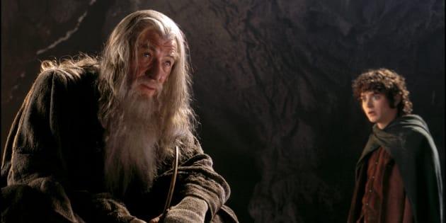 Fotograma de la película de El Señor de los Anillos con Gandalf (Ian McKellen) y Frodo (Elijah Wood) . Getty Images