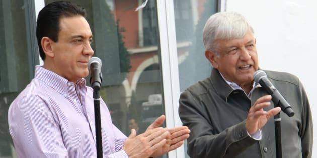 El presidente electo Andrés Manuel López Obrador se reunió con el gobernador de Hidalgo, Omar Fayad, a quien le presentó su plan de desarrollo para la entidad.