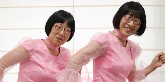 阿佐ヶ谷姉妹の渡辺江理子さん(右)と木村美穂さん