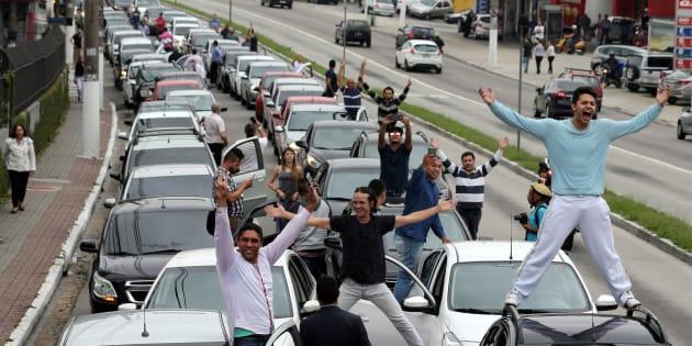 Motoristas da Uber protestam contra restrições ao aplicativo em protesto em São Paulo, em outubro de 2017.