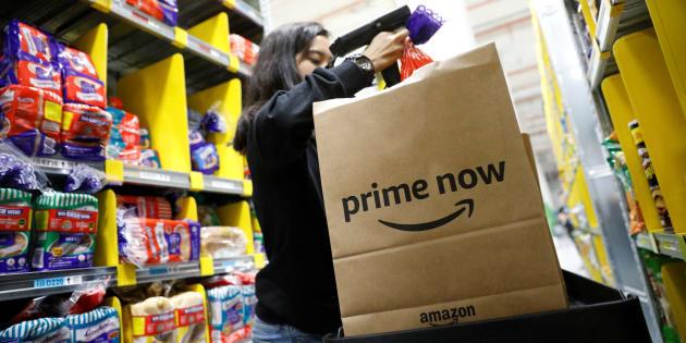 Un utilizada de Amazon Prime Now en un almacén de Singapur. REUTERS/Edgar Su